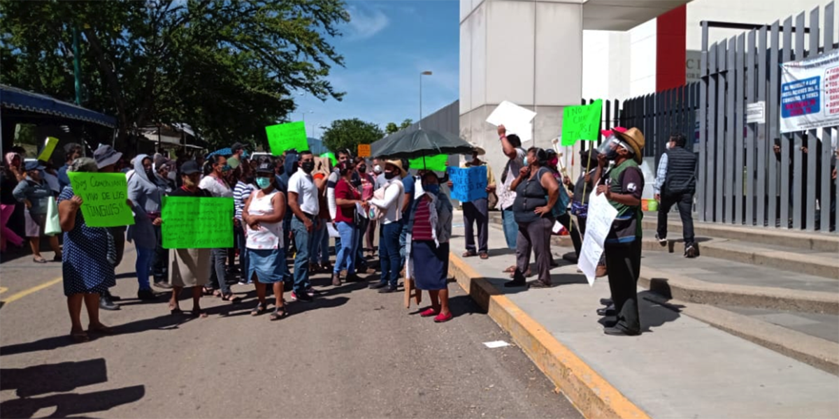 Protestan en Congreso por suspensión de tianguis | El Imparcial de Oaxaca