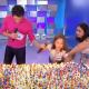 Video: Niñas del pastel reaparecen y compiten para apagar 500 velitas