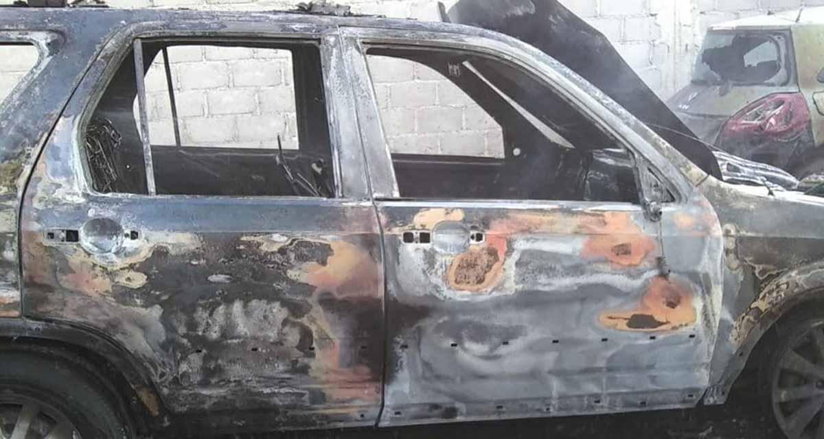 Voraz incendio consume auto en Salina Cruz, Oaxaca   El Imparcial de Oaxaca