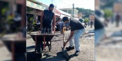 Bachean calles de Salina Cruz ante indiferencia del municipio