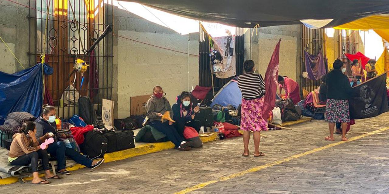 CIPO-RFM bloquea accesos a Protección Civil | El Imparcial de Oaxaca
