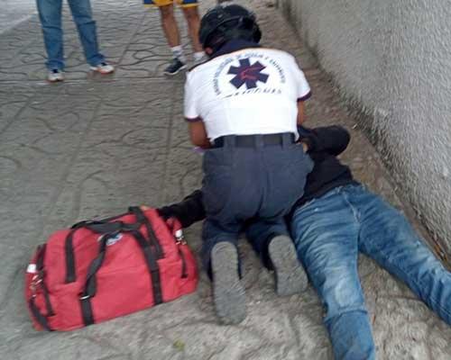 Motociclista se estampa contra una camioneta | El Imparcial de Oaxaca