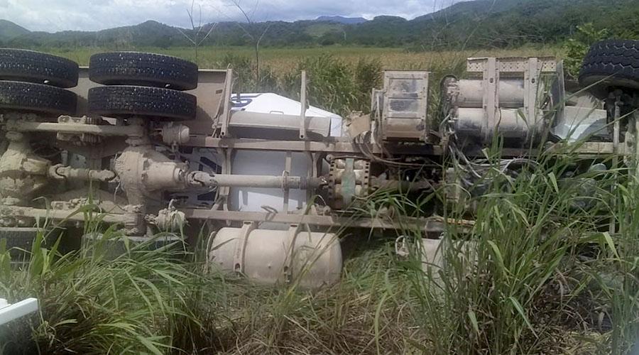 Vuelca camión tipo revolvedora en Niltepec   El Imparcial de Oaxaca