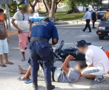 Derrapa motociclista en Santa Cruz Huatulco