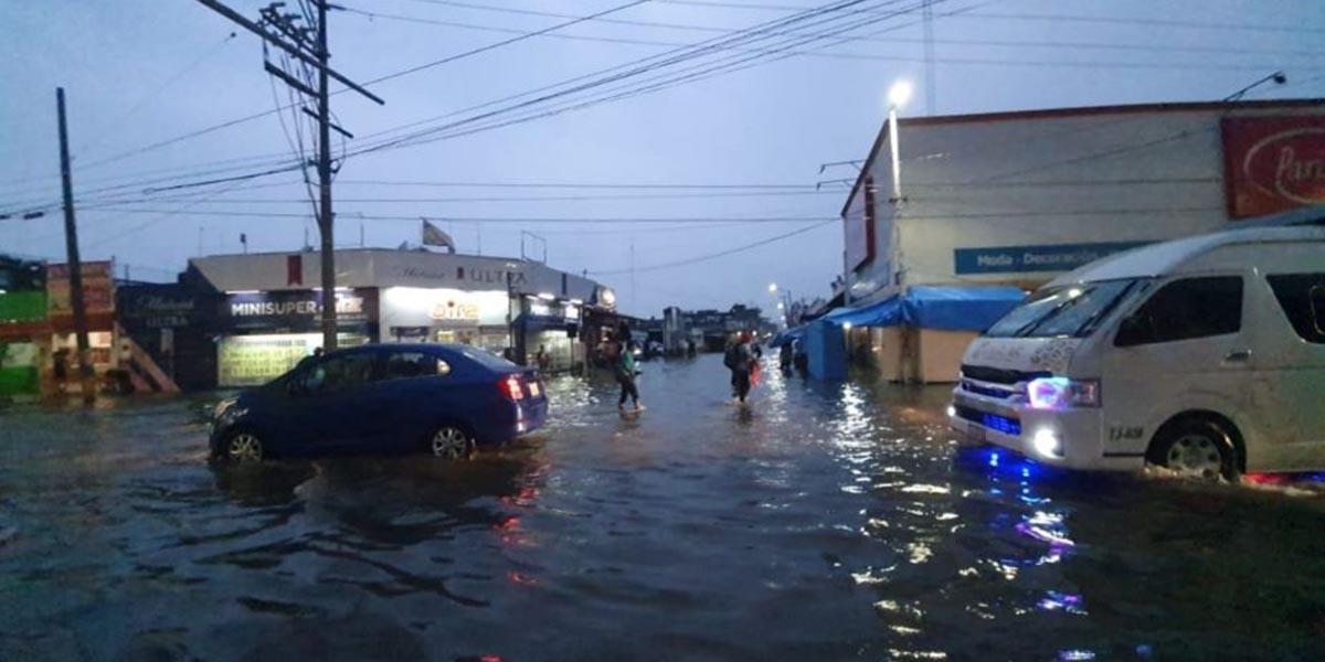 Frente frío número 9 provoca inundaciones en Villahermosa, Tabasco