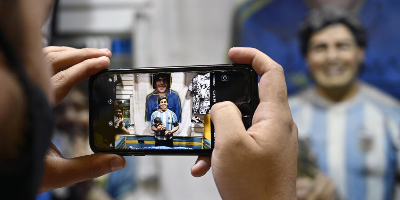 Empleado pide perdón por fotografía junto a féretro de Diego Armando Maradona | El Imparcial de Oaxaca