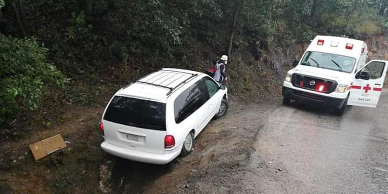 Aparatoso accidente en Cerro Metate, Miahuatlán