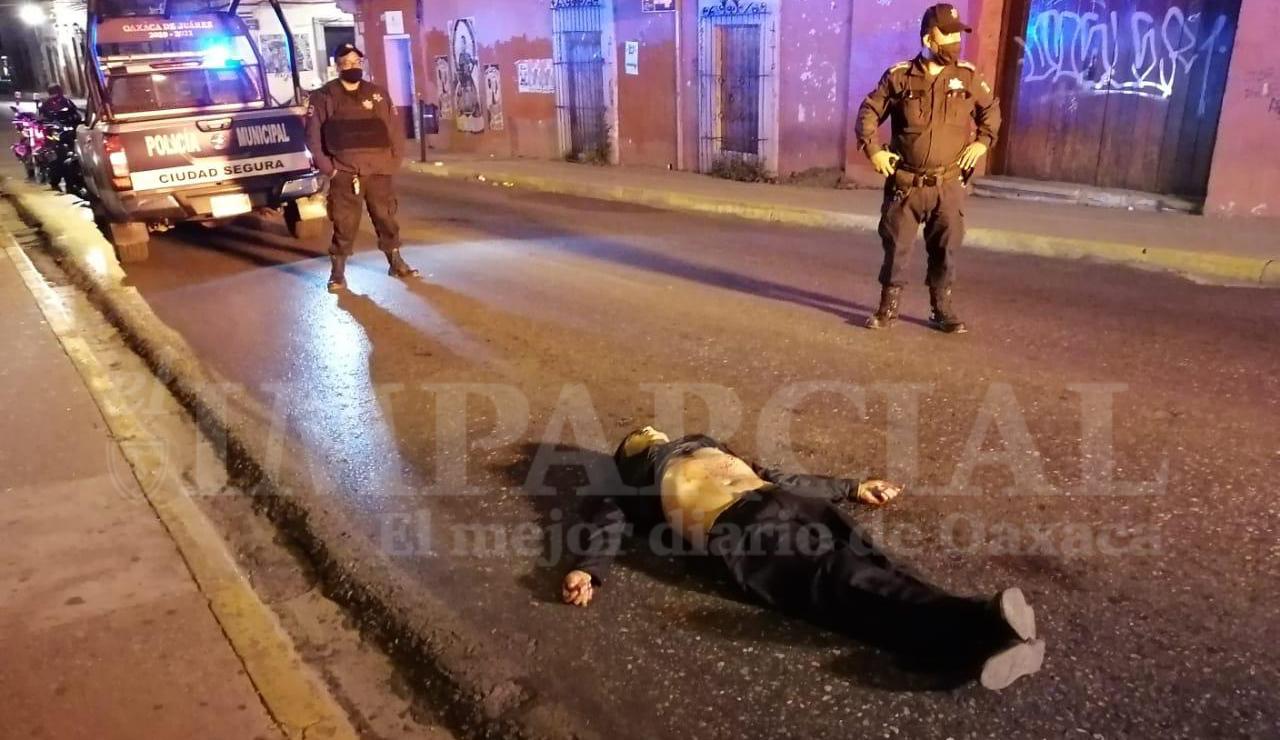 Muere mesero al resistirse a un asalto en céntricas calles de Oaxaca