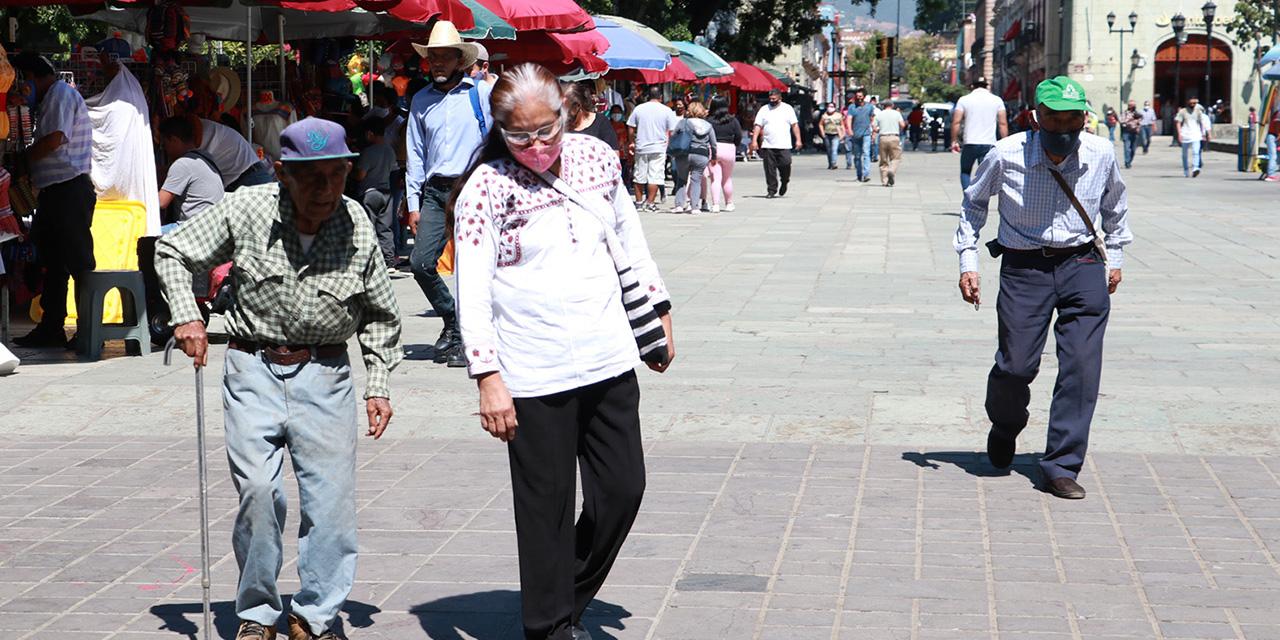 Adultos mayores: entre la necesidad y los riesgos a la salud