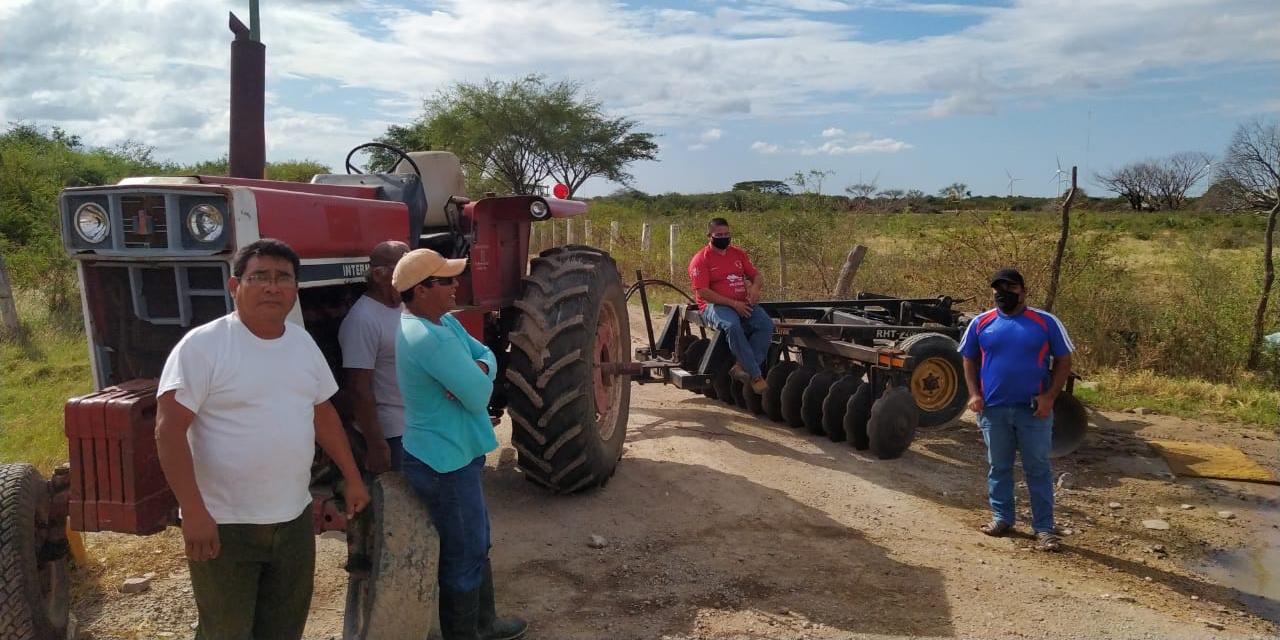 Bloquean basurero en Juchitán por contaminación a terreno