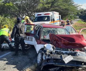 Terrible accidente en ruta a Tehuantepec deja taxista un lesionado