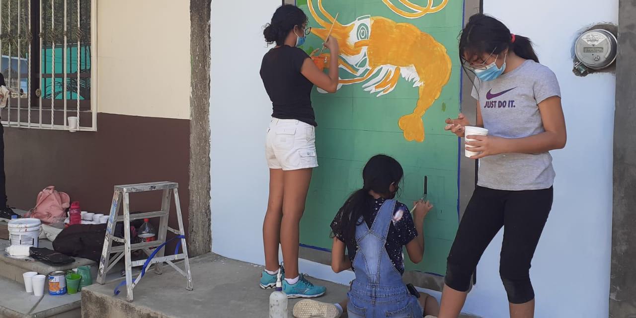 Recuerdan a personajes por medio de la pintura en Unión Hidalgo