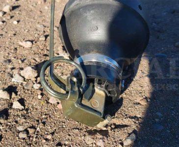 Dejan granada de fragmentación sobre la carretera federal 190