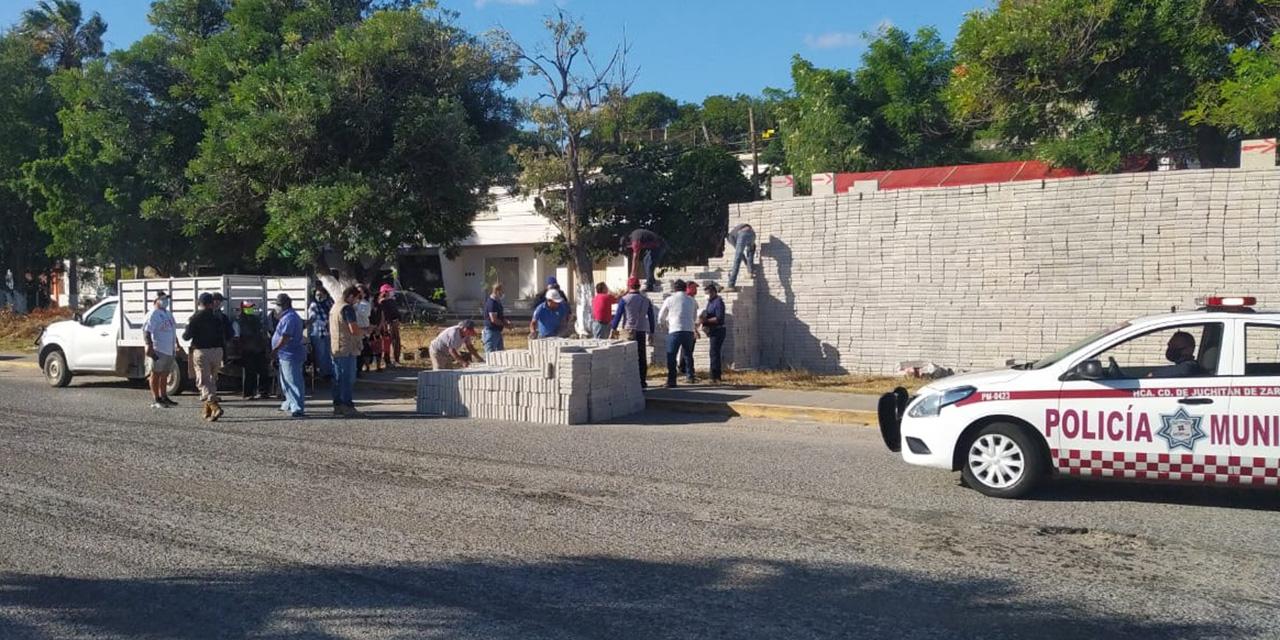 Desalojan a comerciante de blocks en Juchitán