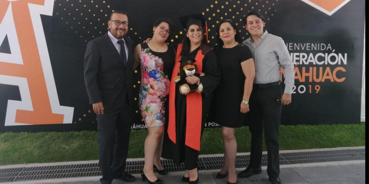 Monserrat Jaqueline obtiene título de licenciada