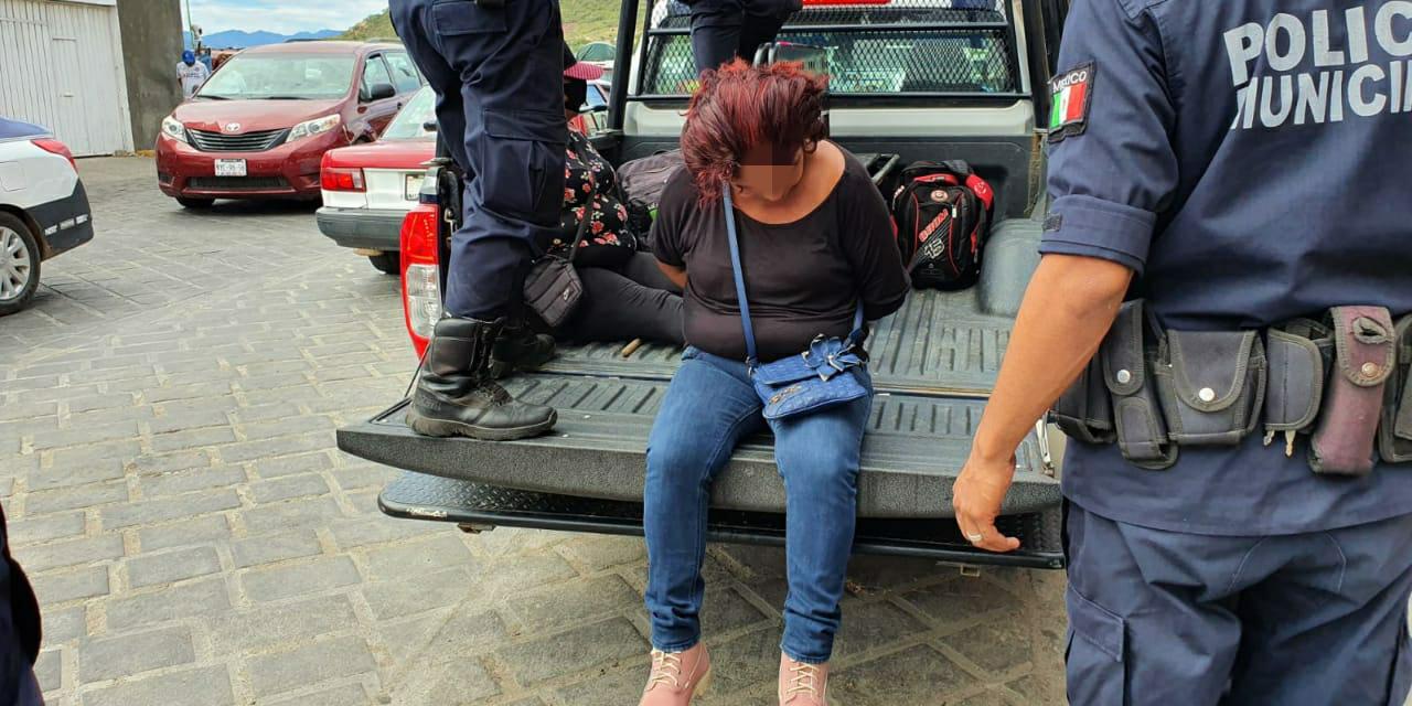 Detienen a dos mujeres por pagar con billetes falsos en Tehuantepec