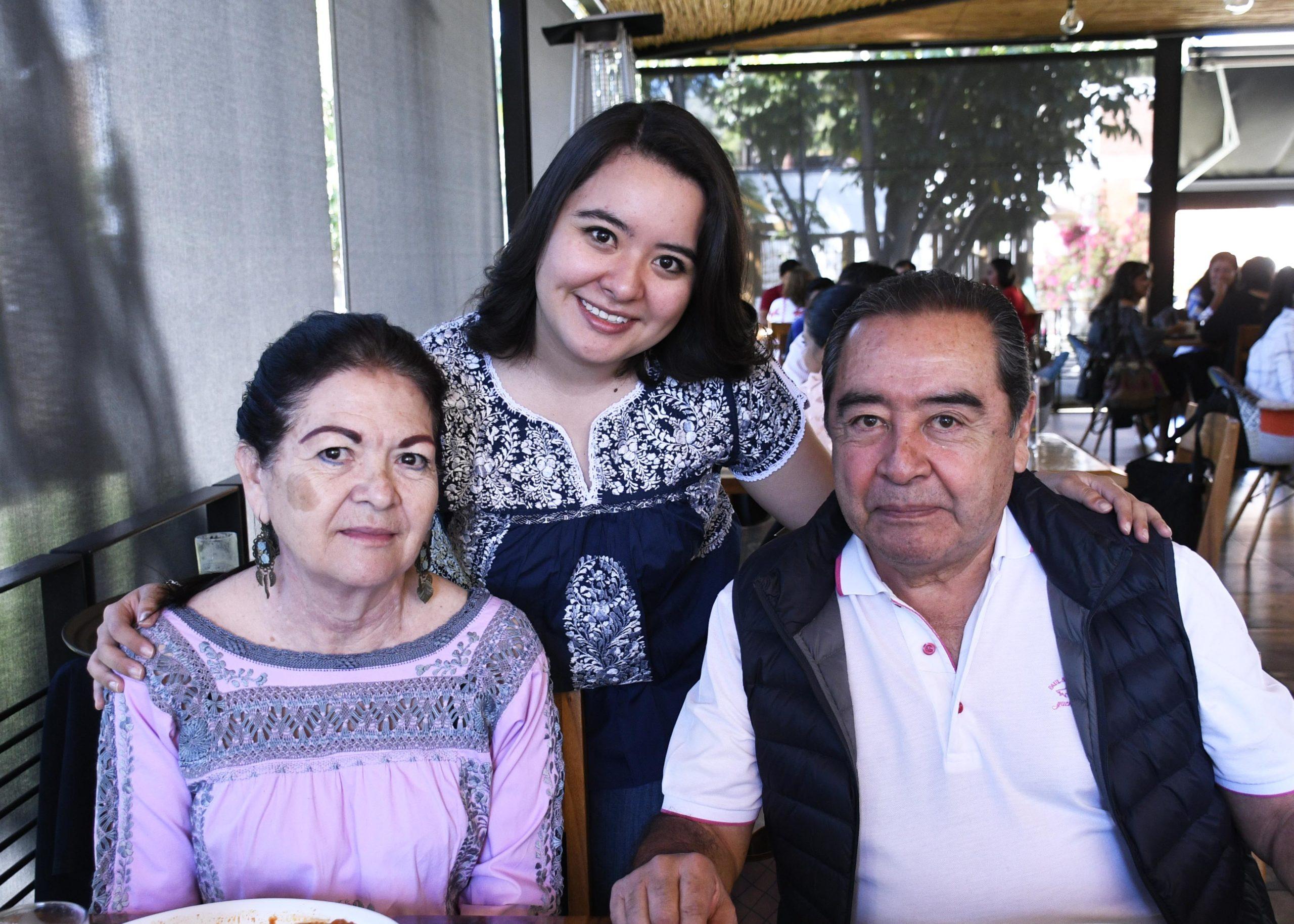Celebran a Nallely con desayuno | El Imparcial de Oaxaca