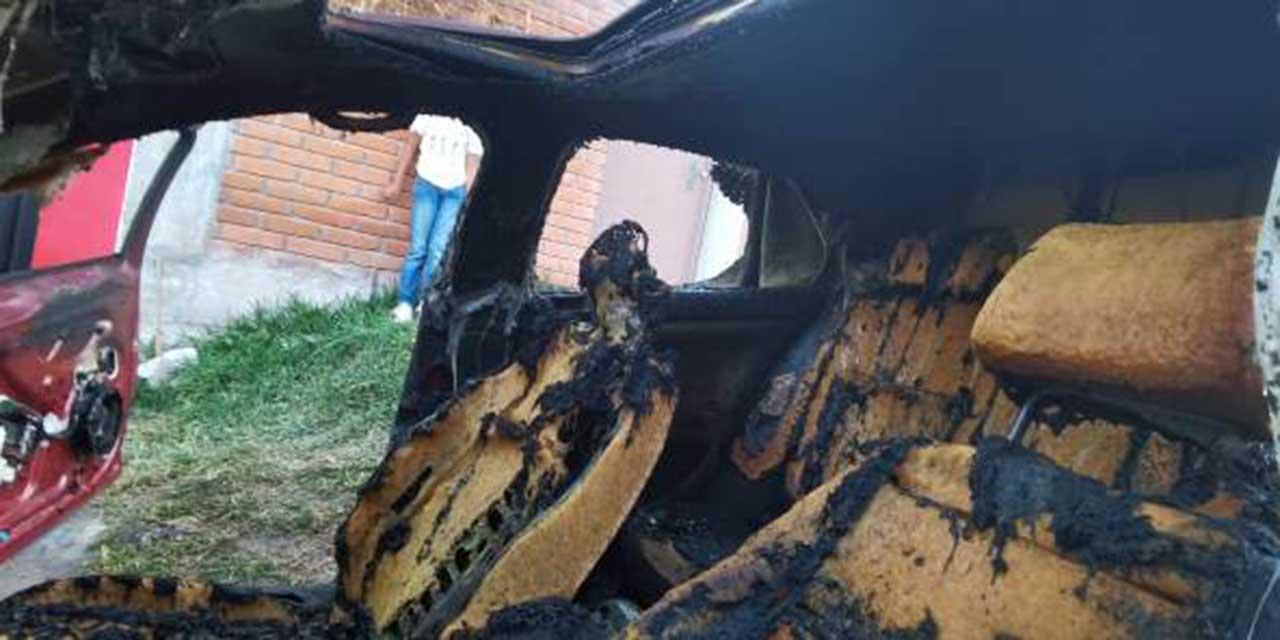 Incendian un vehículo en Huajuapan