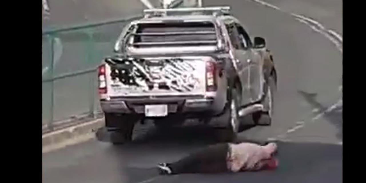 Video: Conductor escapa de choque y atropella a mujer   El Imparcial de Oaxaca