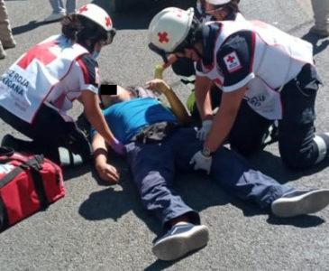 Embisten brutalmente a motociclista en Símbolos Patrios