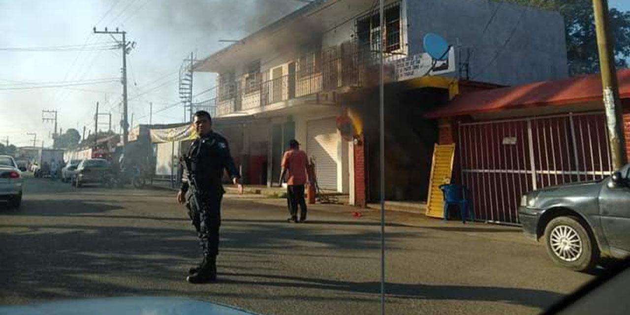 Arde local de acumuladores en Tuxtepec