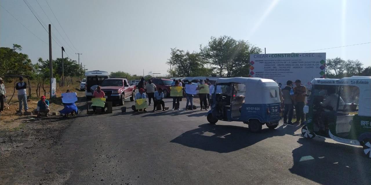 Playa Vicente exige la reparación de carretera