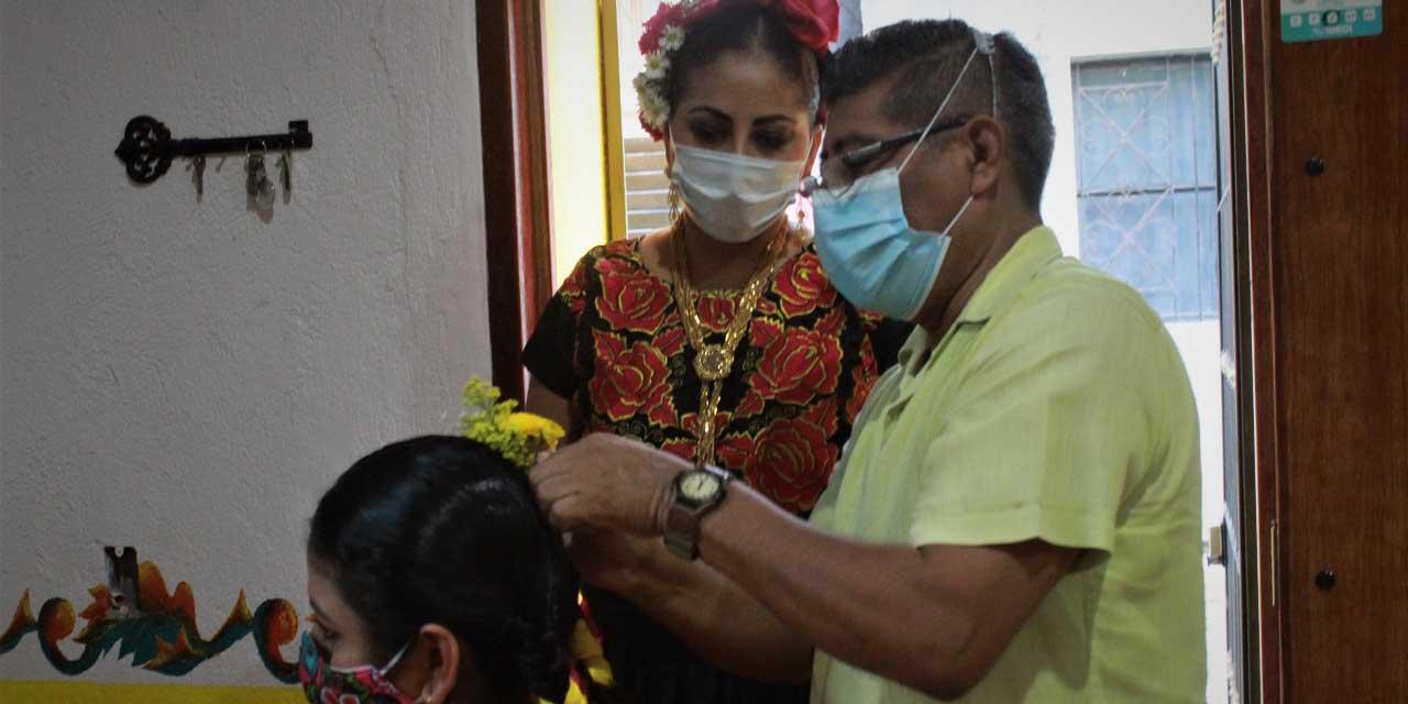 "Realizan taller ""Peinado de la Mujer Tehuana"""