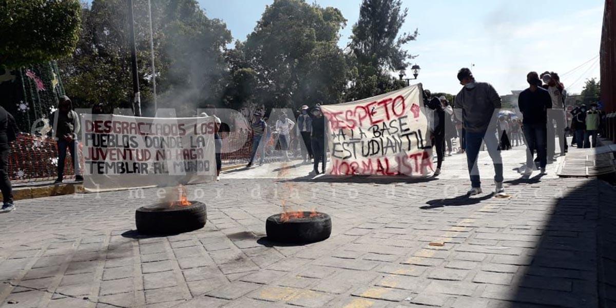 Estudiantes normalistas protestan en Huajuapan de León | El Imparcial de Oaxaca