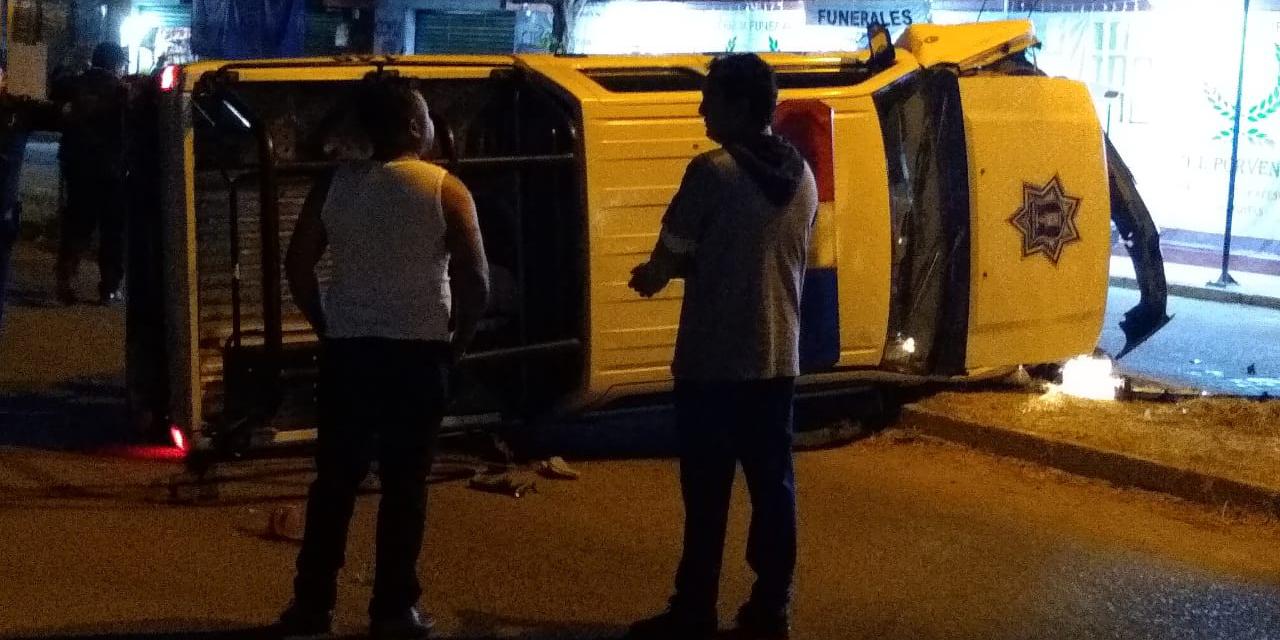 Vuelca aparatosamente patrulla de la Pabic | El Imparcial de Oaxaca