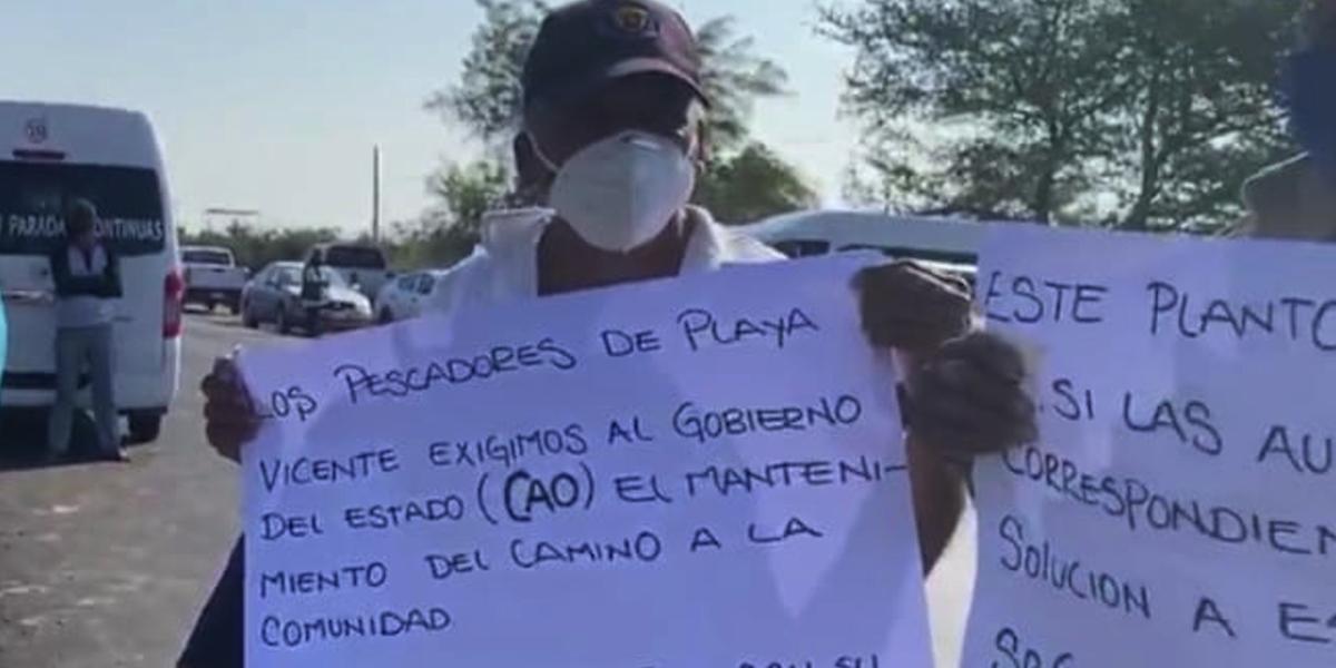 Habitantes de Playa Vicente bloquean crucero en Juchitán