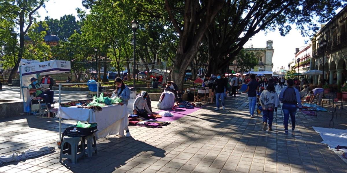 Ambulantes instalan verbena decembrina en el Zócalo