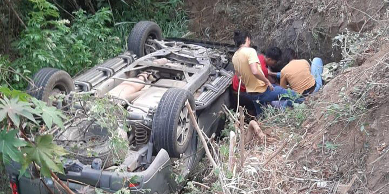 Volcadura en carretera Oaxaca-Ixtlán | El Imparcial de Oaxaca