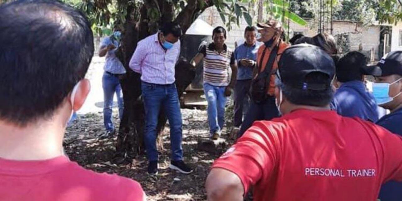 Amarran a árbol a alcalde de Chiapas por entregar obra de mala calidad   El Imparcial de Oaxaca