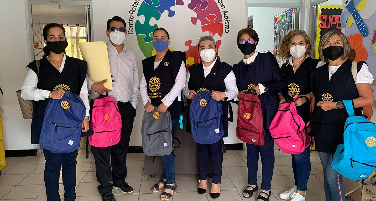 Miembros del Club Rotario Guelaguetza contribuyen con la educación