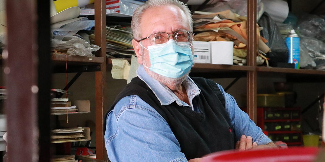 Gabriel, entre los últimos reparadores de máquinas de escribir | El Imparcial de Oaxaca