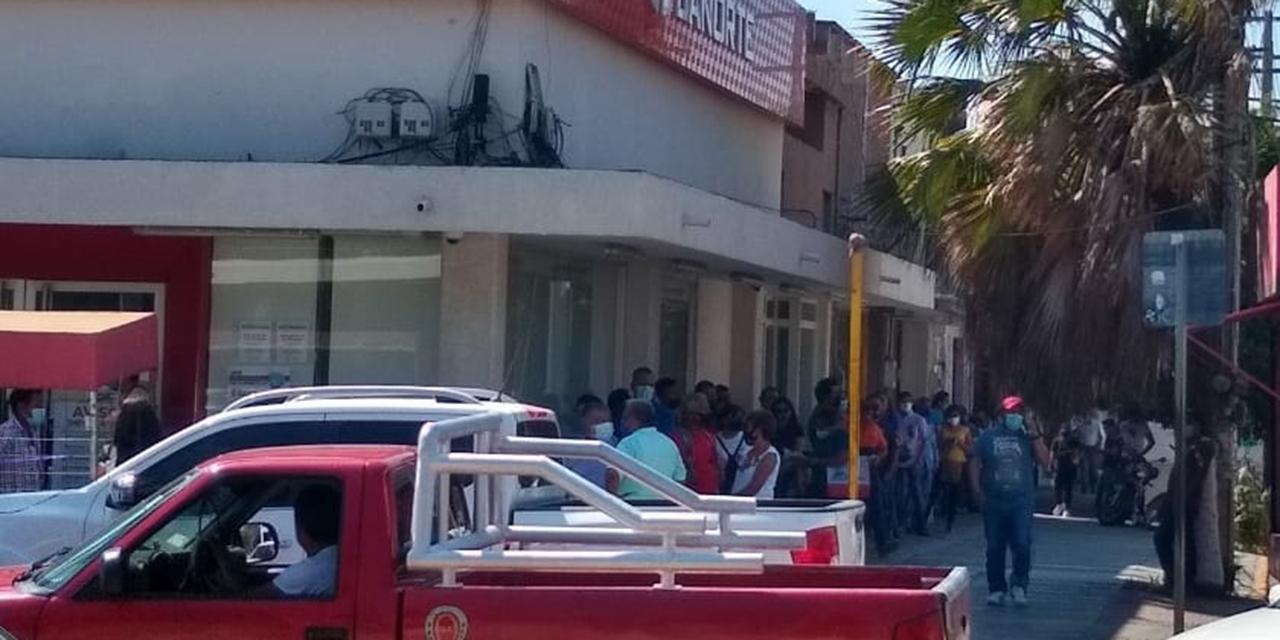 Aglomeración en sucursales bancarias | El Imparcial de Oaxaca