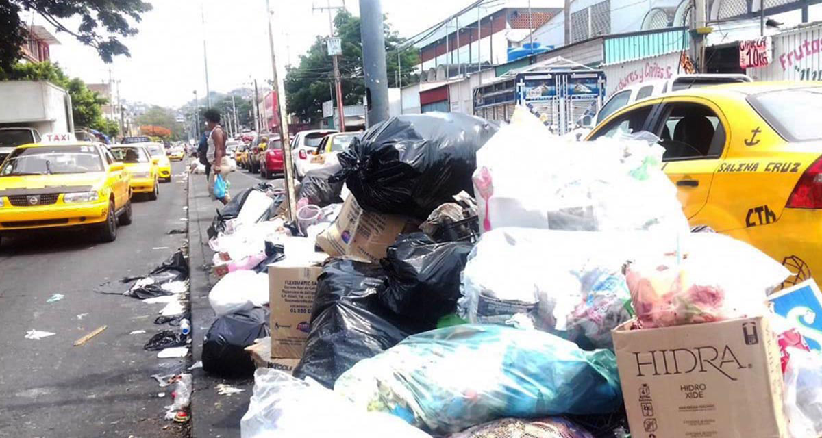 Salina Cruz, entre cerros de basura
