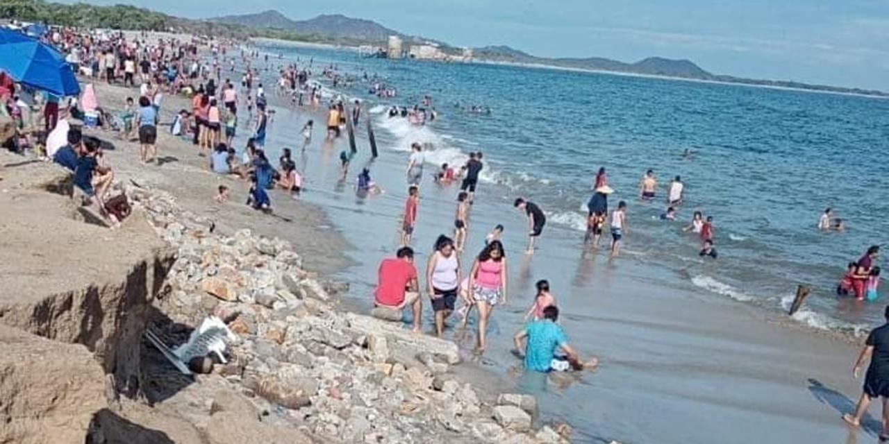Vacacionistas abarrotan playas   El Imparcial de Oaxaca