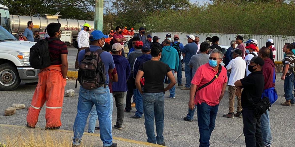 Trabajadores subcontratados por PEMEX protestan en la refinería de Salina Cruz | El Imparcial de Oaxaca