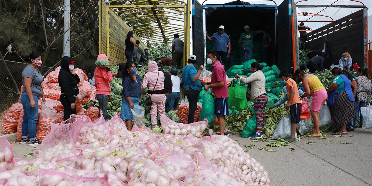 Ven tintes políticos en la entrega de verduras en Oaxaca | El Imparcial de Oaxaca