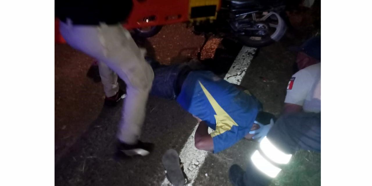 Grave motociclista al derrapar en el asfalto
