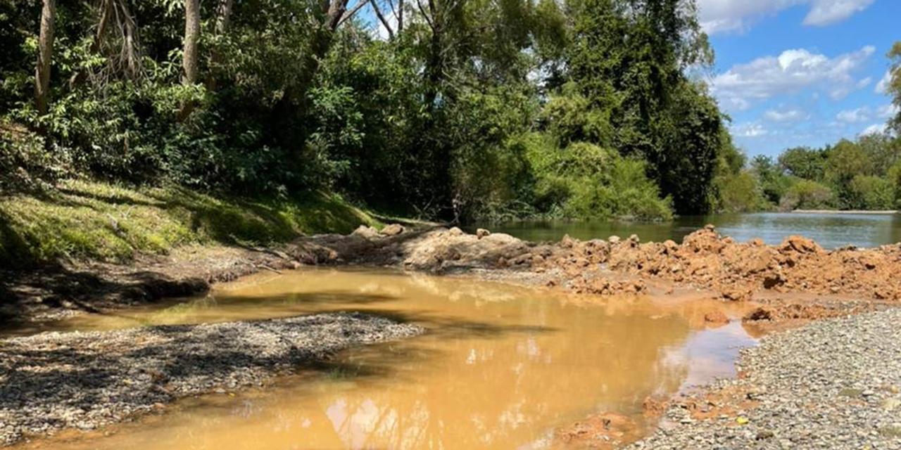 César Ventura desvía cauce del río Ostuta para extraer material pétreo | El Imparcial de Oaxaca