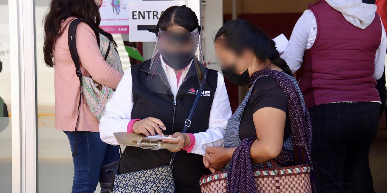 Saturan módulos del INE en Oaxaca; atienden más de 500 trámites al día | El Imparcial de Oaxaca