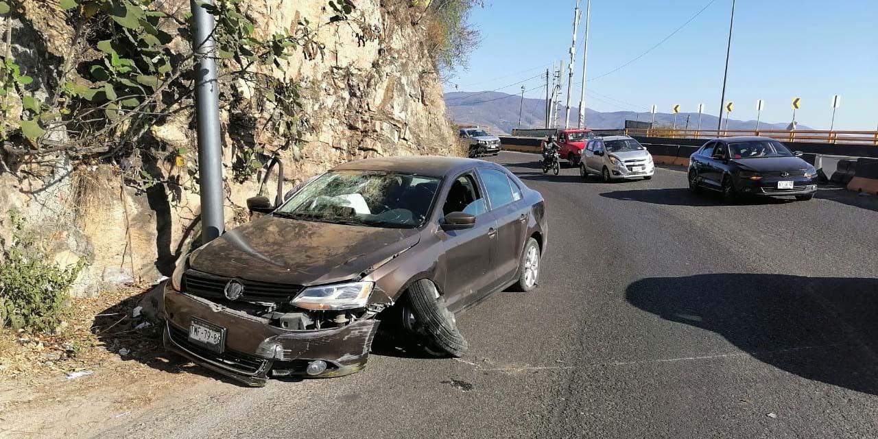 Accidente en el Cerro del Fortín deja miles de pesos en daños   El Imparcial de Oaxaca