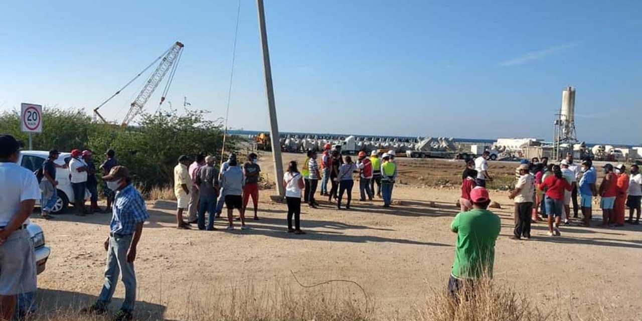 Protestan contra empresa que construye rompeolas en Salina Cruz   El Imparcial de Oaxaca