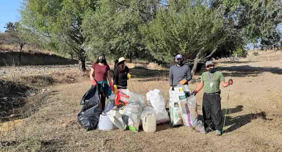 Atletas se dan a la tarea de limpiar espacios públicos de Cacaotepec | El Imparcial de Oaxaca