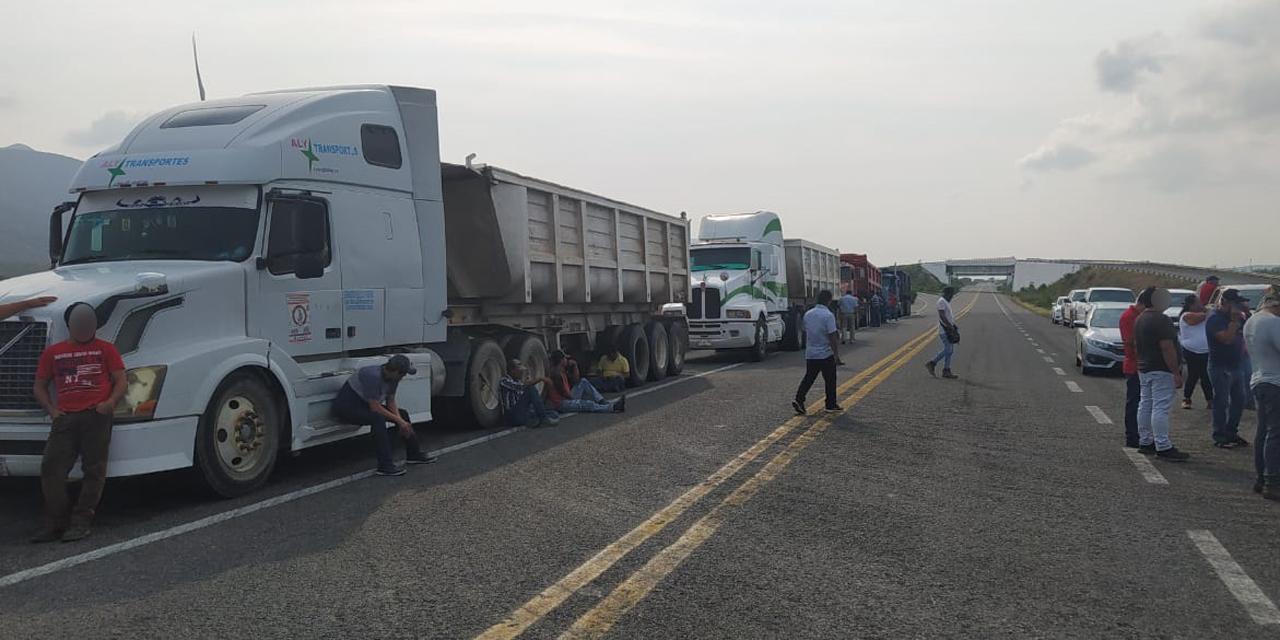 Doble remolque, bloqueos y peaje, tiro de gracia para los transportistas   El Imparcial de Oaxaca