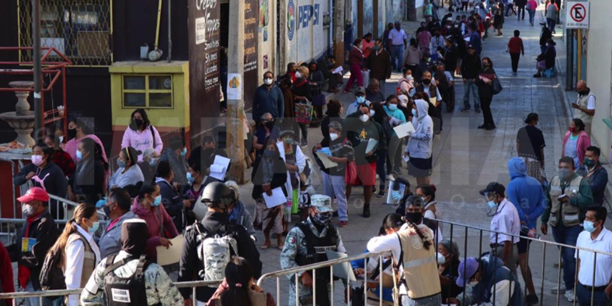Inicia vacunación en San Antonio de la Cal con largas filas y aglomeración | El Imparcial de Oaxaca
