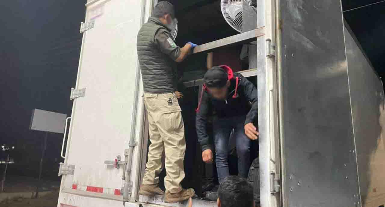 Rescatan a migrantes en cajas de un camión   El Imparcial de Oaxaca