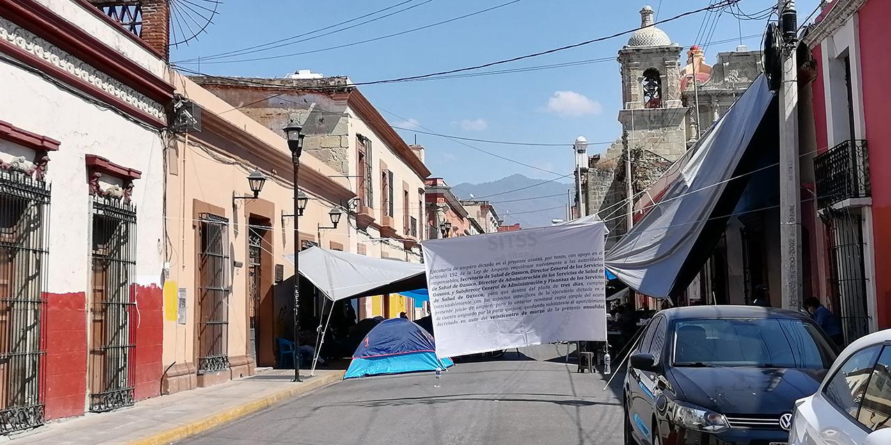 Trabajadores de salud de Oaxaca mantienen protesta   El Imparcial de Oaxaca